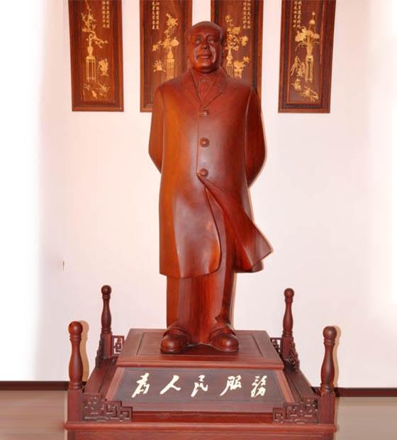 红花梨雕像
